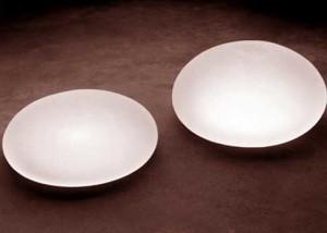 un par de implantes de solución salina para cirugía de senos de aumento o cirugía de elevación de pechos